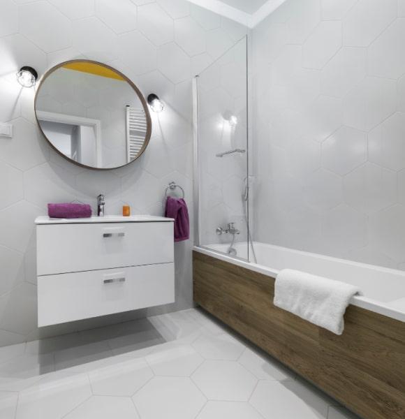 Зеркало в ванную можно заказать у компании Vistrum